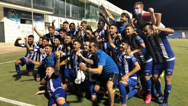 Los jugadores del Lorca Deportiva celebran el ascenso