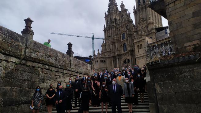 Colegios profesionales sanitarios homenajean en Santiago a las víctimas de la pandemia en Galicia
