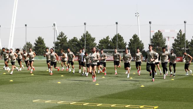 Jugadores del Real Madrid durante un entrenamiento.