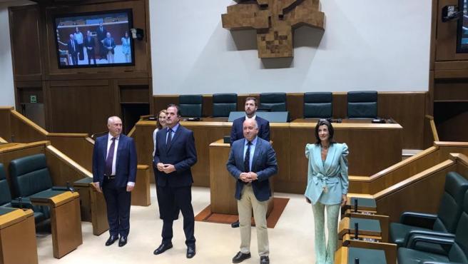 Los parlamentarios del PP en la Cámara vasca tras acreditarse para la nueva legislatura.