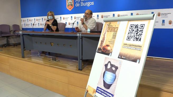 La concejal de Comercio del Ayuntamiento de Burgos, Lola Ovejero, y el presidente de Alfabur, Eugenio Ortiz.