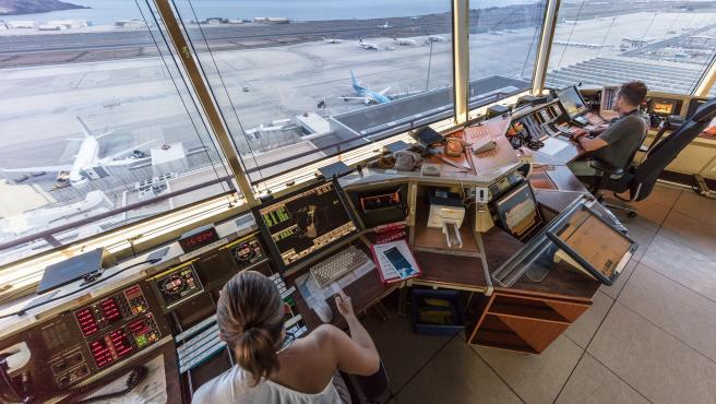Controladores de ENAIRE en el aeropuerto de Gran Canaria
