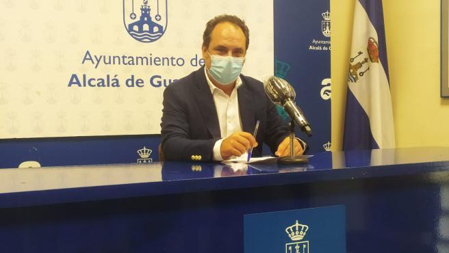 El delegado de Educación, José Luis Rodríguez, de Ciudadanos, ha explicado que todos los trabajos han sido consensuados previamente con los directores de los centros educativos y con las Ampas.
