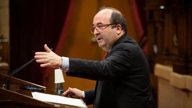 El primer secretario del PSC, Miquel Iceta, interviene durante una sesión plenaria en el Parlament.