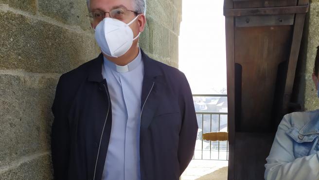 El director de la Fundación Catedral de Santiago, Daniel Lorenzo, muestra la torre de la Carraca, que se abre por primera vez a visitas