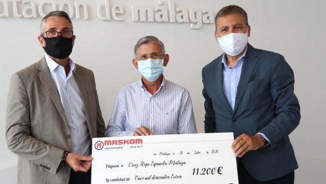 Diputación y Maskom entregan a Cruz Roja 11.200 euros de la venta de productos Sabor a Málaga