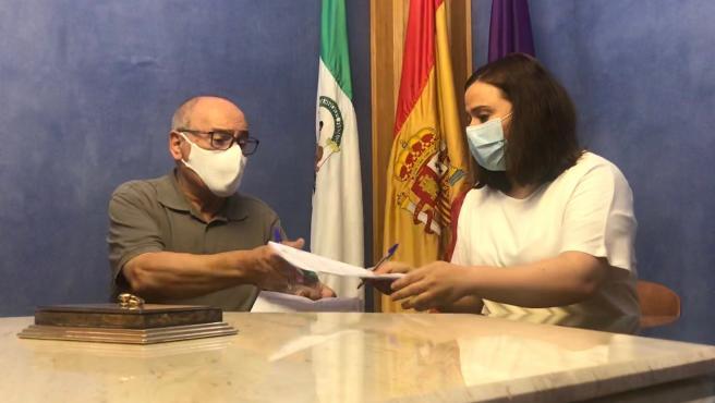 Firma del acuerdo entre el Ayuntamiento de Jaén y Cáritas para compartir sus bases de datos