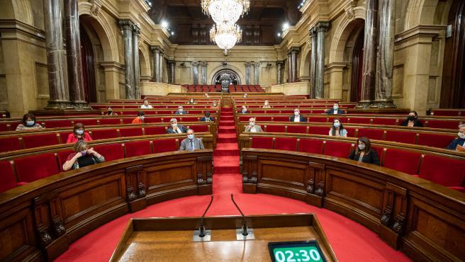 Hemiciclo del Parlament catalán durante un pleno de control al Gobierno de la Generalitat.