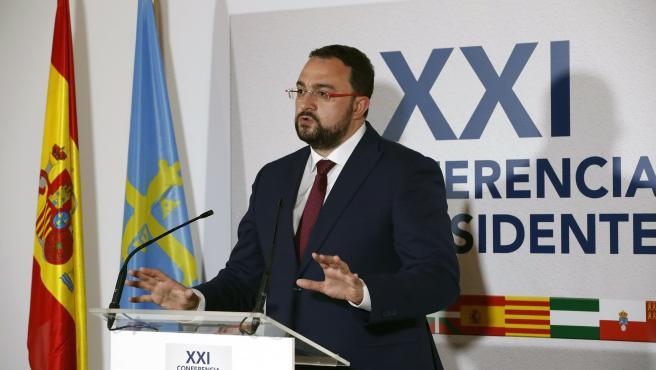 San Millan de la Cogolla. 31-7-2020. El presidente del Principado de Asturias, Adrián Barbón, asiste a la reunión de la Conferencia de Presidentes. Foto: Armando Álvarez.