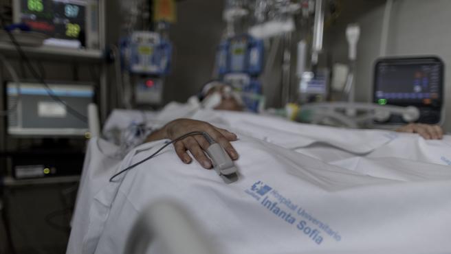 Situación de un paciente ingresado en la Unidad de Cuidados Intensivos del Hospital Infanta Sofía en San Sebastián de los Reyes (Madrid).