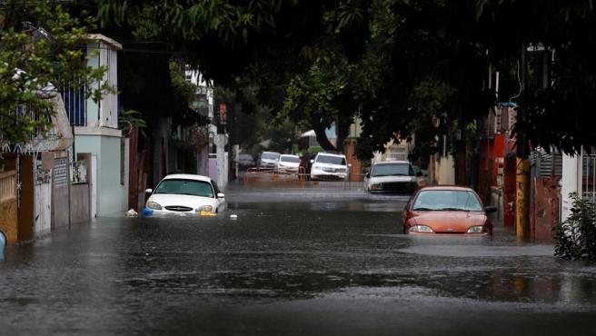 Una calle inundada en San Juan, Puerto Rico, tras el paso de la tormenta tropical Isaías.