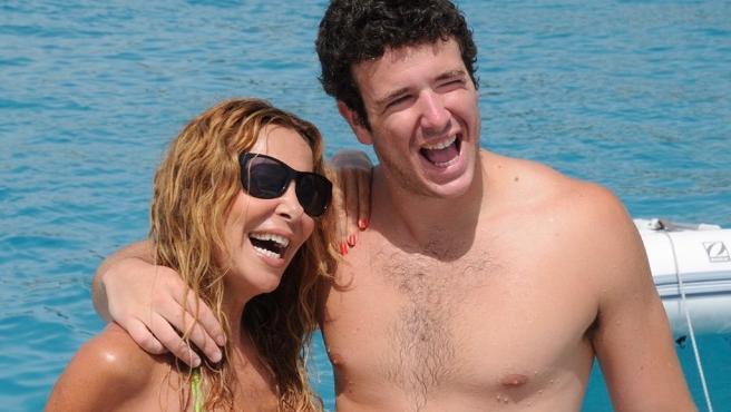 Ana Obregón y su hijo Álex Lequio durante unas vacaciones.