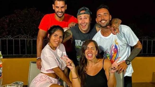Imagen de la familia Pantoja juntos de nuevo.