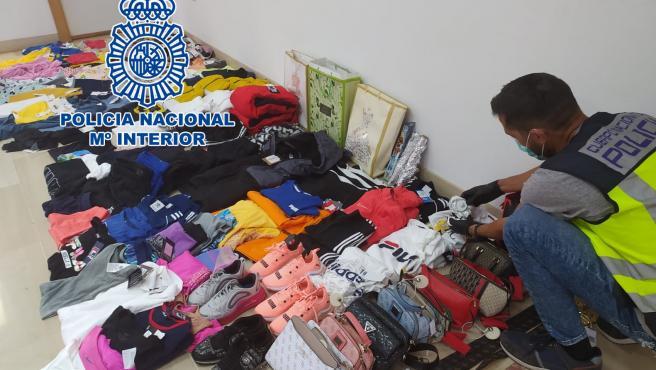 Nota De Prensa:'La Policía Nacional Detiene A Cuatro Personas Por Hurtar Más De 6.000 Euros En Ropa Y Complementos De Centros Comerciales De Alicante'