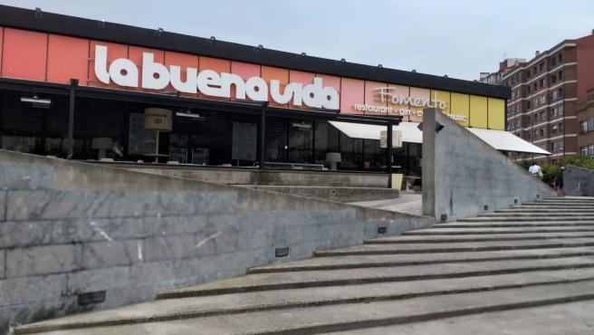 Pub la Buena Vida, en Gijón, donde se registra un brote de COVID-19.