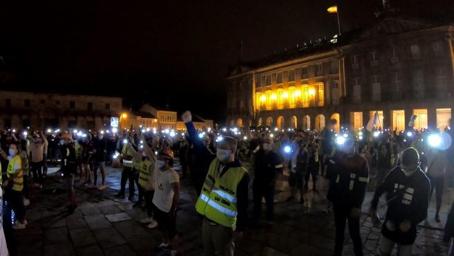 Trabajadores de Alcoa durante una protesta nocturna en la plaza del Obradoiro de Santiago