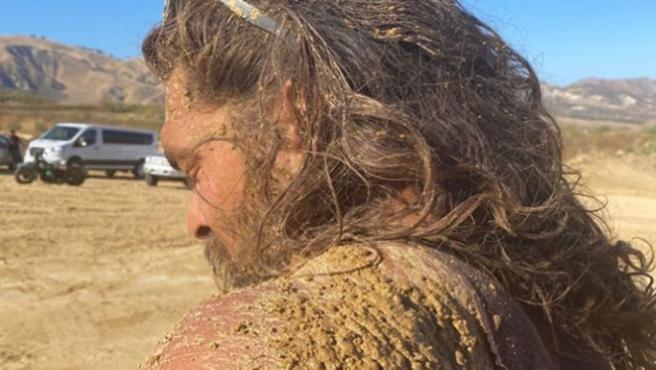 """""""Como un cerdo en la mierda"""": Jason Momoa se llena de barro en 'Dune'"""