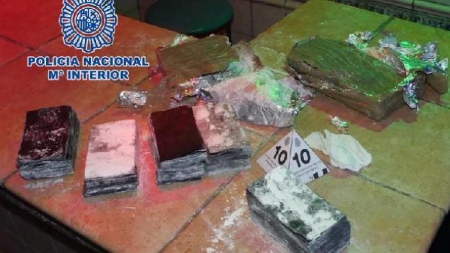 Efectos que fueron intervenidos al detenido por la estafa de los billetes tintados.