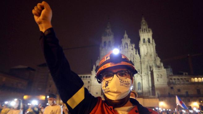 Un trabajador de Alcoa durante una protesta en Santiago de Compostela.
