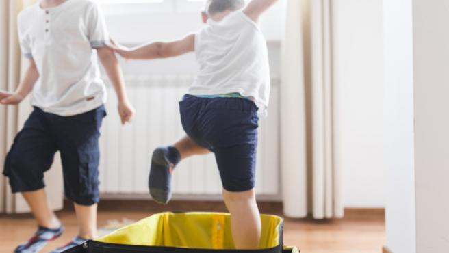 Conseguir que los más pequeños de la casa se responsabilicen de su equipaje es casi, misión imposible.