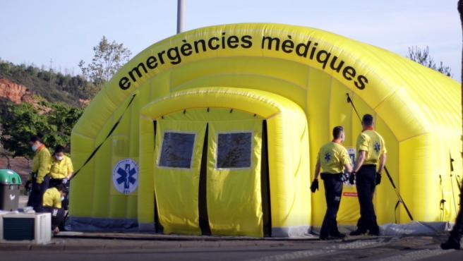 Exterior de una carpa del SEM en Sabadell, el pasado 9 de abril.