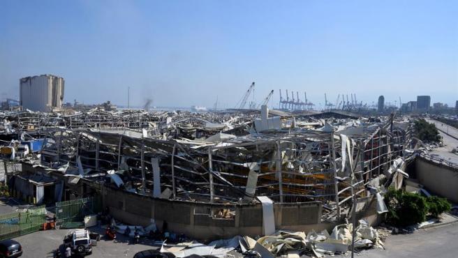 La zona del puerto de Beirut ha quedado devastada después de la tragedia en ese mismo lugar elñ martes por la tarde.