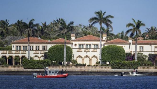 Imagen de las afueraa del resort Mar-a-Lago, propiedad del presidente de EE.UU, Donald Trump, en Florida
