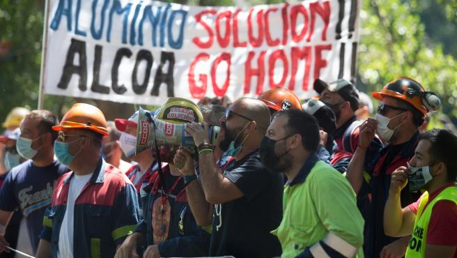 lugo. Trabajadores de Alcoa apoyan al Comite de Empresa en las negociaciones con representantes de la factoria norteamericana de aluminio en el Restaurante Los Robles de la ciudad de Lugo.
