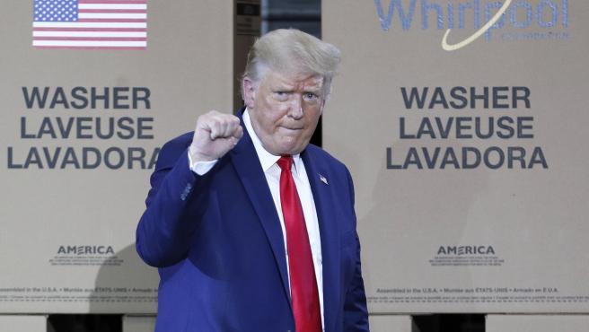 El presidente de los EE UU, Donald Trump, durante su visita a la planta de Whirlpool Corporation en Clyde, Ohio.