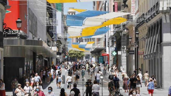 Imagen de la calle Preciados desde la Puerta del Sol en Madrid