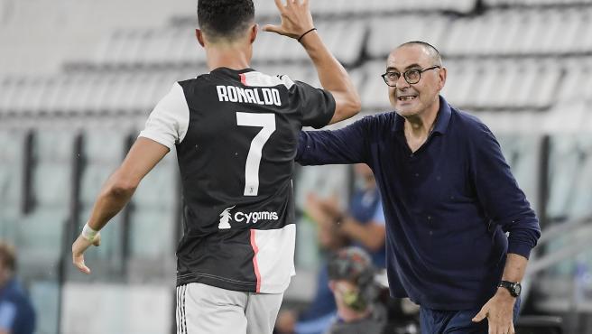 Maurizio Sarri y Cristiano Ronaldo, durante un partido de la Juventus