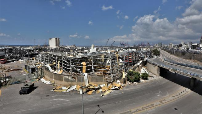 Vista de la zona portuaria de Beirut dañada por la explosión.