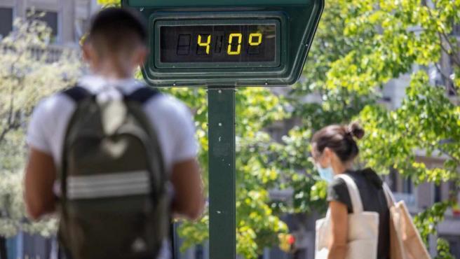 Un termómetro marcando 40 grados.