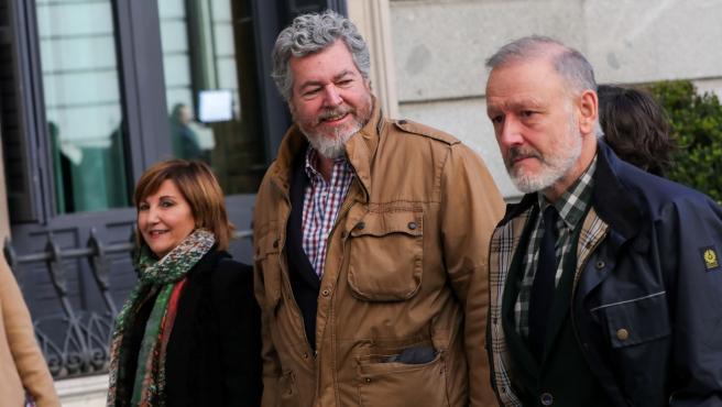 El diputado de Unidas Podemos, Juantxo López de Uralde (centro)