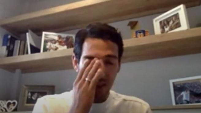 Dani Parejo llora durante su rueda de prensa de despedida del Valencia