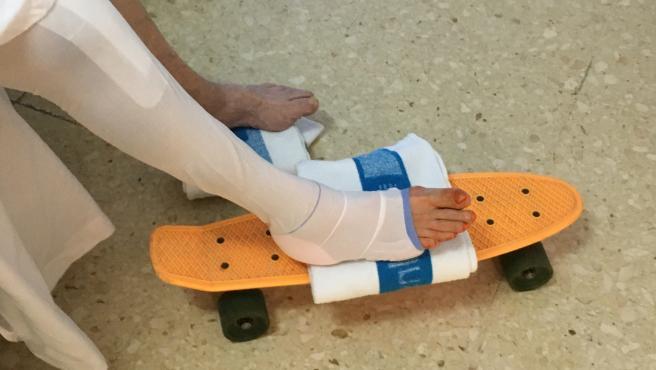 El Hospital de Bellvitge trata a los pacientes con prótesis de rodilla con un monopatín