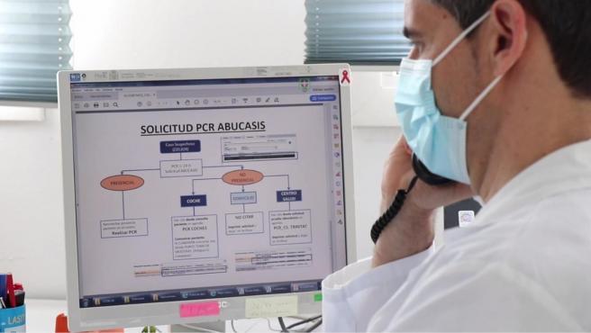 Un 'rastreador' de Covida 19 contratado por Sanidad