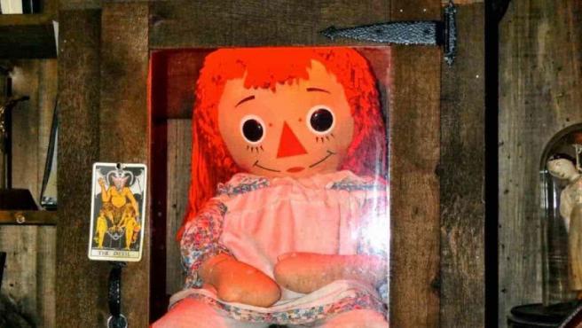 La muñeca Raggedy Ann que inspiró el monstruo de Expediente Warren.