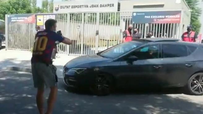 Los jugadores sufrieron la ira de los hinchas del Barcelona.