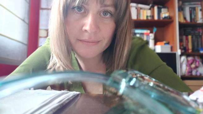 La escritora Verónica García Peña en su casa de Gijón