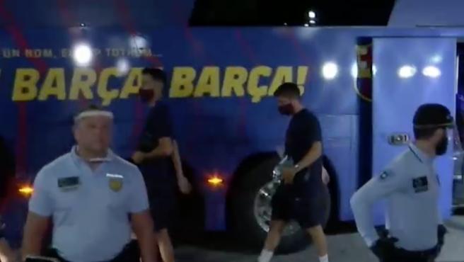 Los hinchas cargaron contra los jugadores a su regreso al hotel.