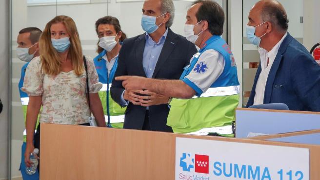 El consejero de Sanidad de la Comunidad de Madrid, Enrique Ruiz Escudero, en la visita que ha realizado a la sede del SUMMA 112.