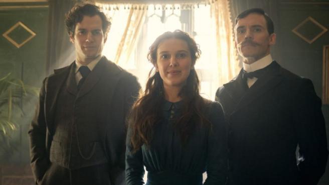 'Enola Holmes': Millie Bobby Brown y Henry Cavill son hermanos detectives en el primer avance