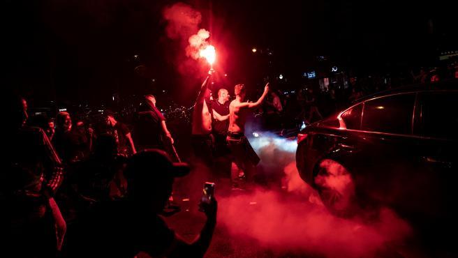 Un momento de los festejos de los fans del PSG tras pasar a la final de la Champions.