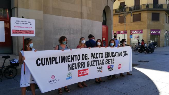 Concentración para reclamar el cumplimiento del pacto educativo