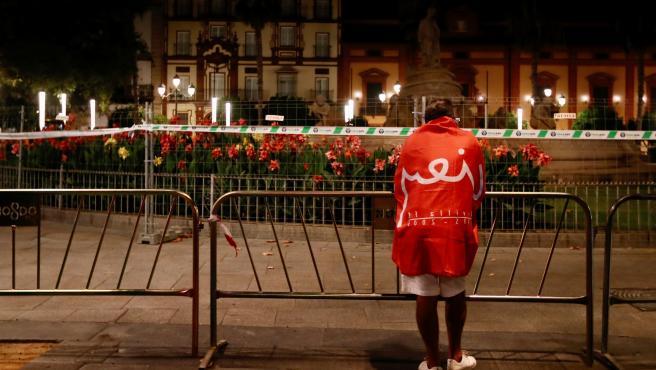 Fan del Sevilla en Puerta Jerez tras la consecución de la Europa League