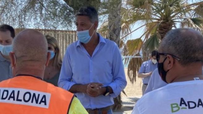 Albiol, durante una visita a sus servicios municipales en la playa.
