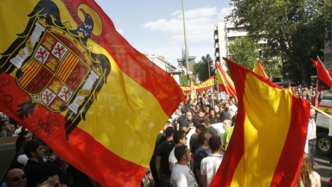 Bandera franquista en una manifestación en Madrid.