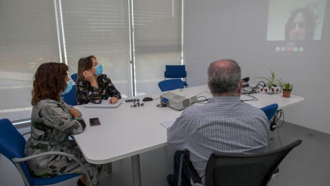 Foto de archivo. Videoconferencia sobre residencias