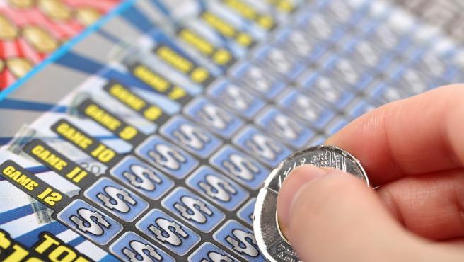 Imagen de recurso de un 'rasca y gana' de lotería.